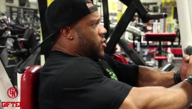 WATCH: Phil Heath trains chest 7 weeks out from the 2015 Olympia