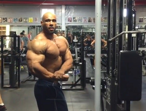WATCH: Juan Morel Posing 2 Weeks Before the 2015 Olympia