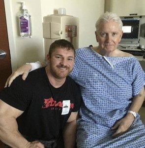 flex lewis, pro ifbb va in ospedale a trovare Peter McGough