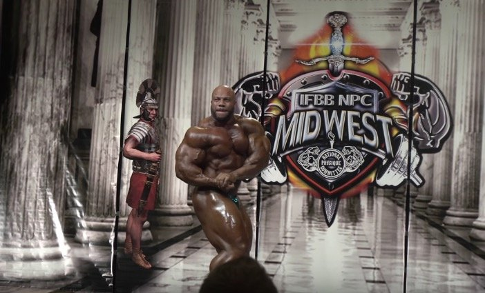 WATCH: Phil Heath guest posing at the 2016 IFBB Omaha Pro