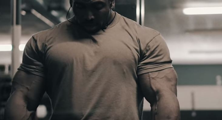WATCH: Cedric McMillan trains Chest & Triceps before the 2018 Olympia