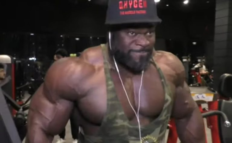 2019 Mr. Olympia: Brandon Curry trains back and shoulders