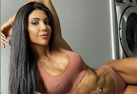 Deniz Saypinar's Glute Shoulder workout
