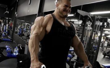 Nick Walker trains shoulders